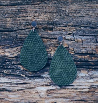 Beton-Ohrhänger grün